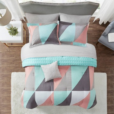 Zuri Reversible Complete Bed Set Includes Sheets