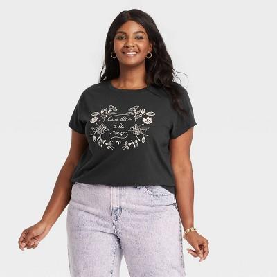 Women's Short Sleeve Graphic T-Shirt - Universal Thread™