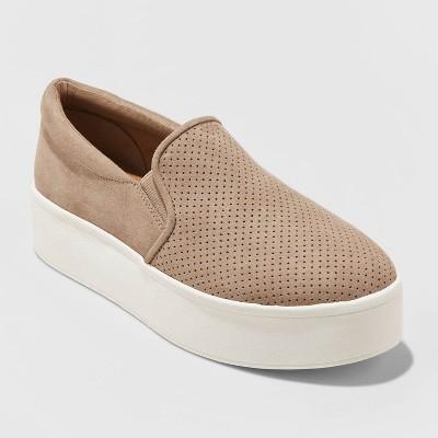 Women's Kensley Microsuede Platform Slip On Sneakers   Universal Thread by Universal Thread