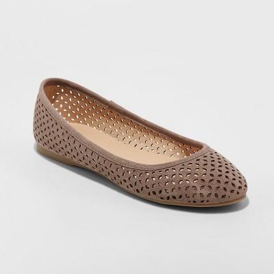 305b862cbacd Women s Alisa Closed Toe Ballet Flats - Universal Thread™