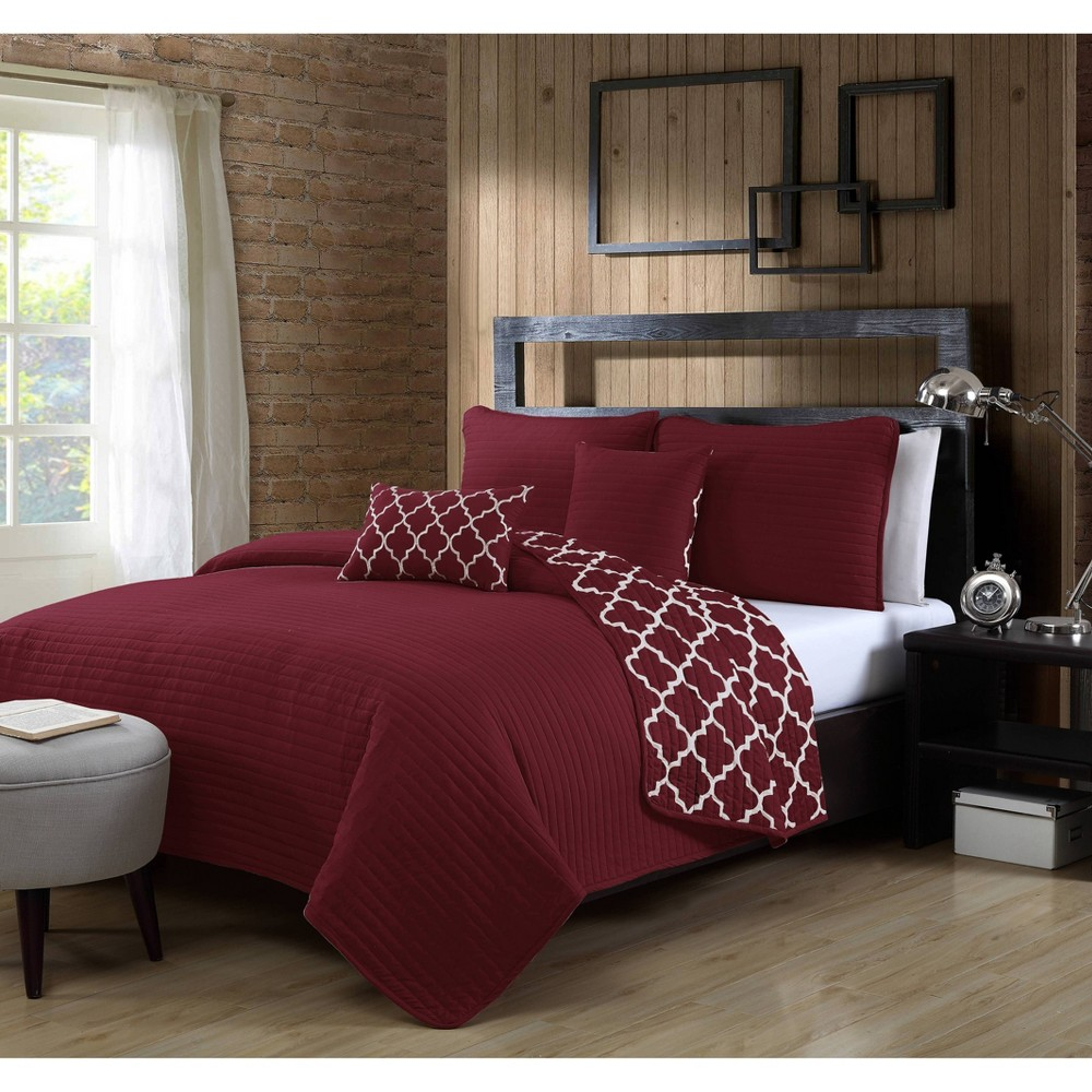 Image of Geneva Home Fashions Twin 4pc Avondale Manor Griffin Quilt & Sham Set Burgundy