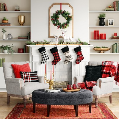 Traditional Holiday Living Room With Red Accent Dcor ...