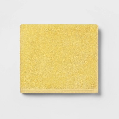 Everyday Solid Bath Towel Yellow - Room Essentials™