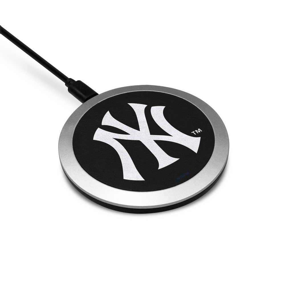 MLB New York Yankees Wireless Charging Pad MLB New York Yankees Wireless Charging Pad