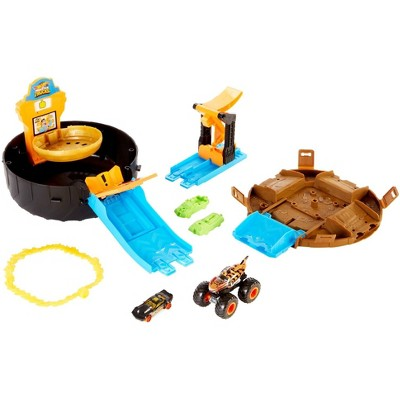 Hot Wheels Monster Trucks Stunt Tire Playset