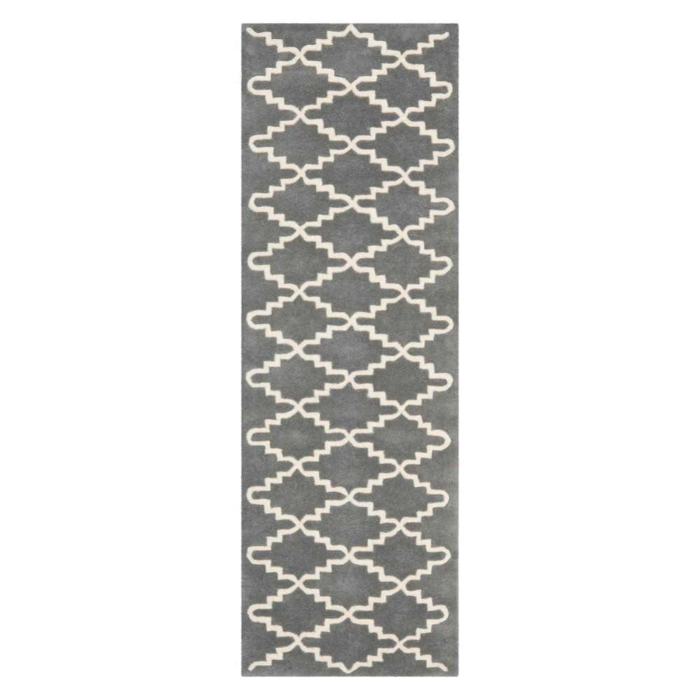2'3X9' Quatrefoil Design Tufted Runner Dark Gray/Ivory - Safavieh