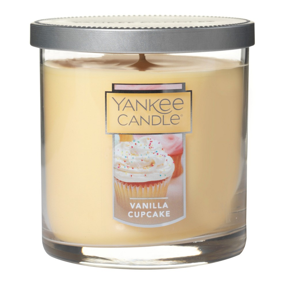 Yankee Candle - 7oz Regular Tumbler Candle Vanilla Cupcake, White