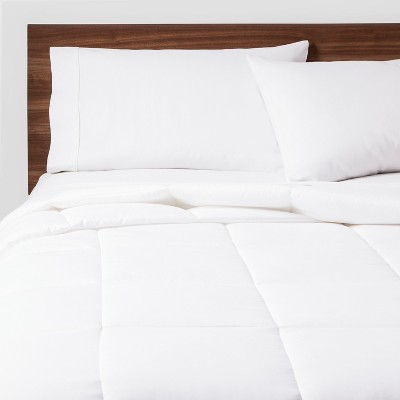 Full/Queen All Season Comforter Insert White - Room Essentials™