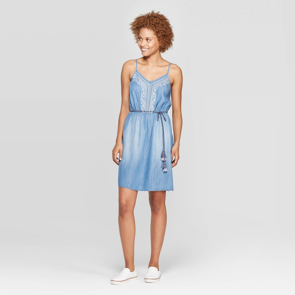 Women's Sleeveless V-Neck Embroidered Belted Shift Dress - Knox Rose Chambray L, Blue
