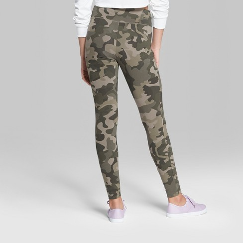 527ce5860df1b ... but these leggings are pretty cute (I think🤷🏻 ♀ ) #target #camo  #wildfable 〰 . . . . #targetstyle #christmas #chicago #leggings #comfy ...
