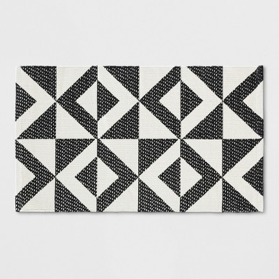 1'8 X2'10 /20 X34  Geometric Woven Accent Rug Black/White &#153 - Room Essentials™