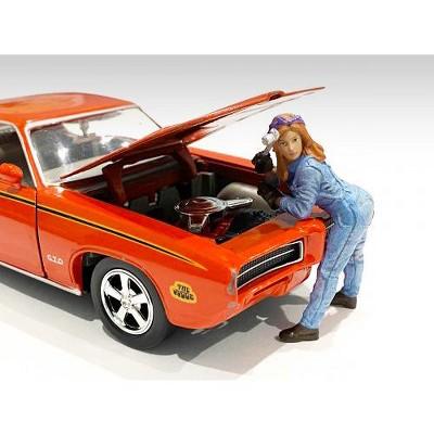 Retro Female Mechanic I Figurine for 1/24 Scale Models by American Diorama