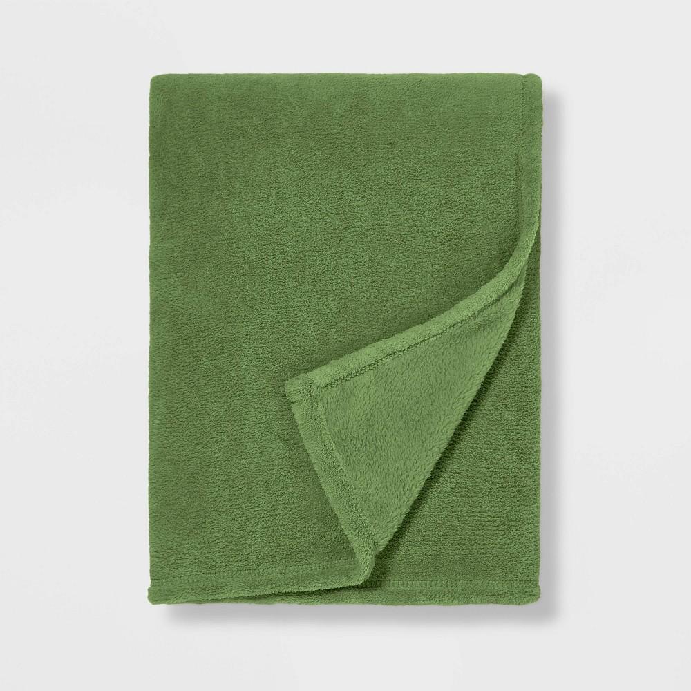 Full Queen Plush Blanket Green Pillowfort 8482