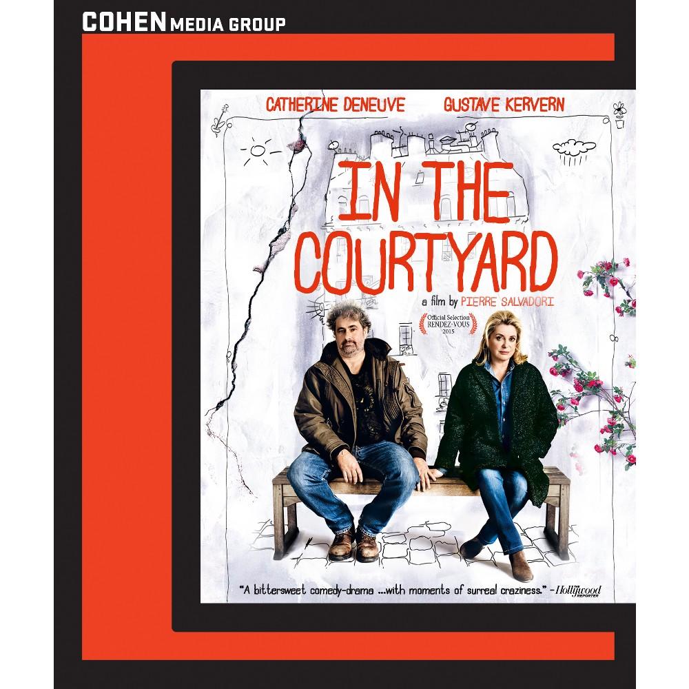In the courtyard (Blu-ray)