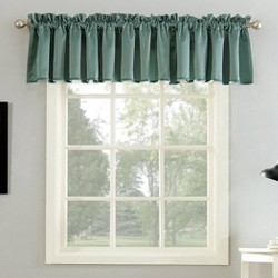 Sun Zero Seymour Energy Efficient Rod Pocket Curtain Valance