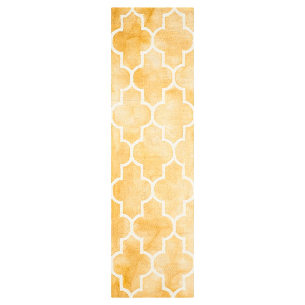 Briar Accent Rug - Gold / Ivory (2'3 X 6') - Safavieh