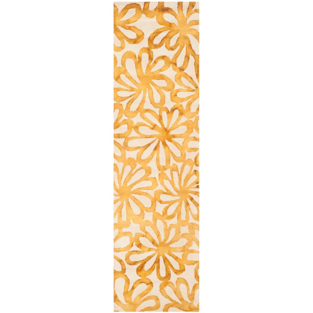 2'3X12' Floral Tufted Runner Rug Beige/Gold - Safavieh