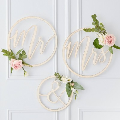 """""""Mr. And Mrs."""" Wooden Hoop Backdrop Party Accessories"""