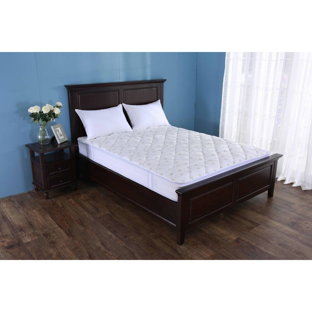 Image of King Bamboo Fusion Mattress Pad White - St. James Home