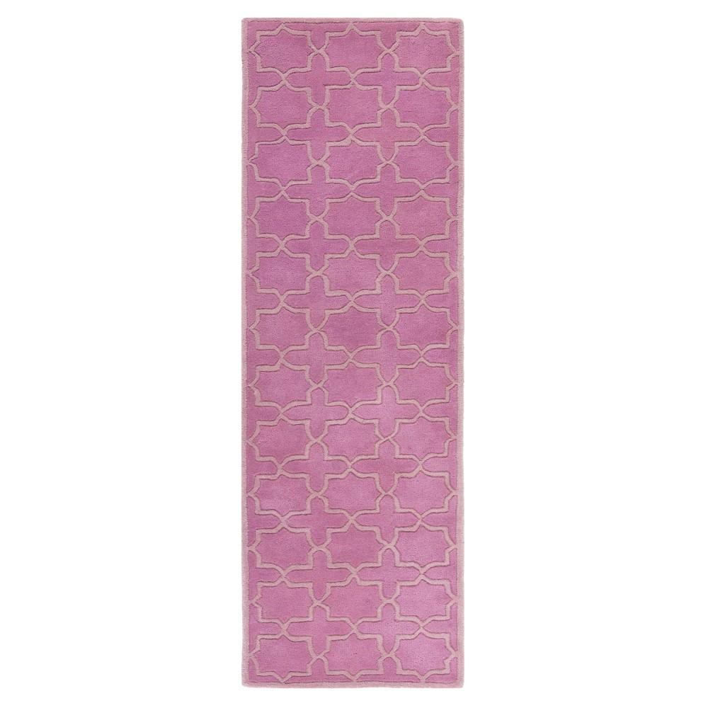 Pink Quatrefoil Design Tufted Runner 2'3X5' - Safavieh