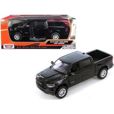 2019 RAM 1500 Laramie Crew Cab Pickup Truck Black 1/24 Diecast Model Car by Motormax