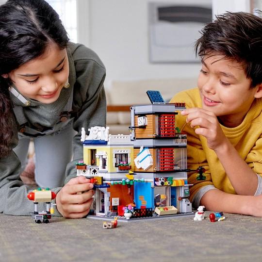 LEGO Creator Townhouse Pet Shop & Café 31097 image number null