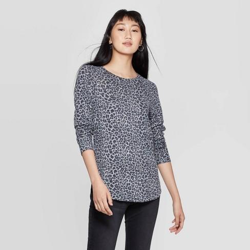 Women's Leopard Print Long Sleeve Graphic T-Shirt (Juniors')- Gray - image 1 of 2