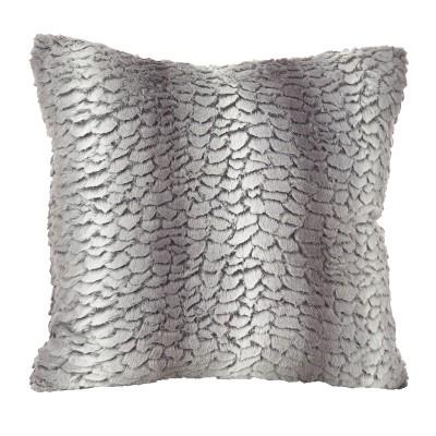 """18""""x18"""" Juneau Classic Faux Fur Throw Pillow - Saro Lifestyle"""