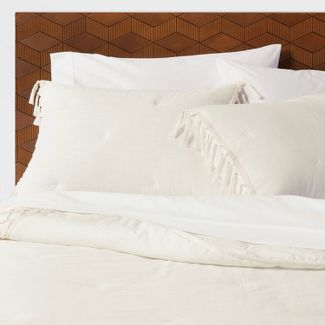 Full/Queen Macrame' Tassel Tufted Quilt Cream - Opalhouse™
