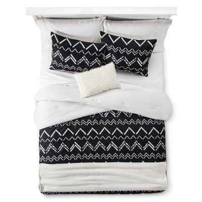 Black Chevron Stripe Comforter Set (Full/Queen)5pc - Room Essentials™