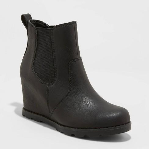 Women's Amalia Fashion Boots - Universal Thread™ - image 1 of 1