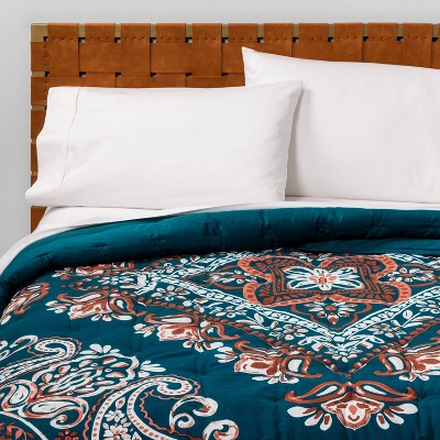 Full/Queen Paisley Tufted Quilt Teal - Opalhouse™