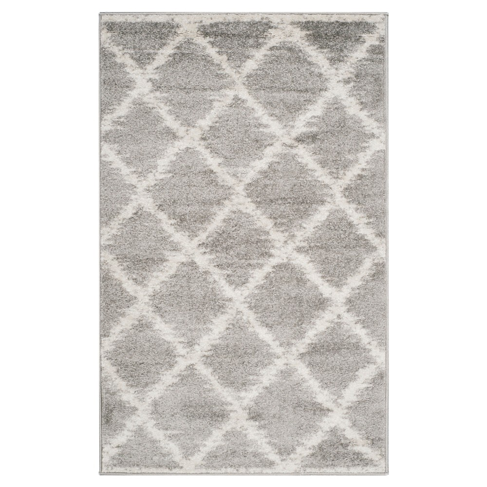 Silver/Ivory Geometric Loomed Accent Rug - (3'X5') - Safavieh