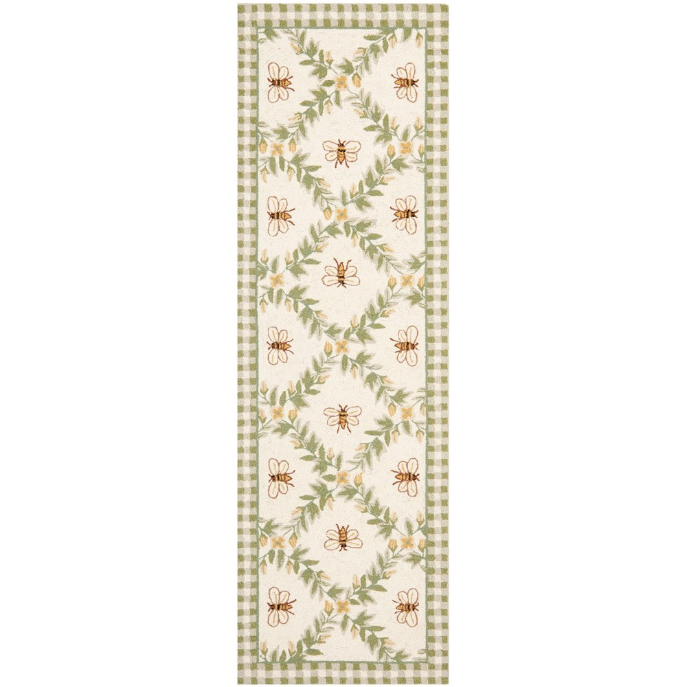 2'6X8' Bee Hooked Runner Ivory/Green - Safavieh