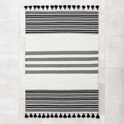 5' x 7' Indoor/Outdoor Stripe Rug Black - Hearth & Hand™ with Magnolia