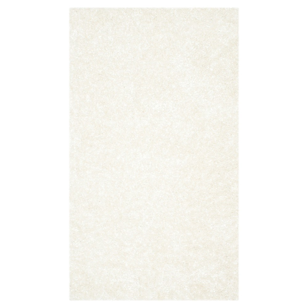White Solid Tufted Accent Rug - (2'6X4') - Safavieh