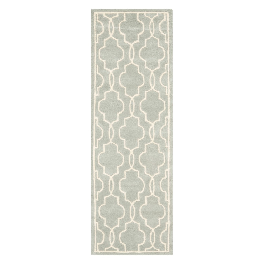 2'3X7' Quatrefoil Design Tufted Runner Gray/Ivory - Safavieh