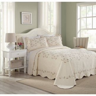 Modern Heirloom Queen Felisa Bedspread Pink/Ivory