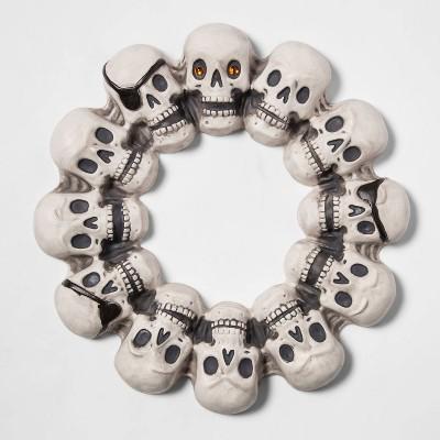 "16"" Skull with Jewel Eye Halloween Wreath - Hyde & EEK! Boutique™"