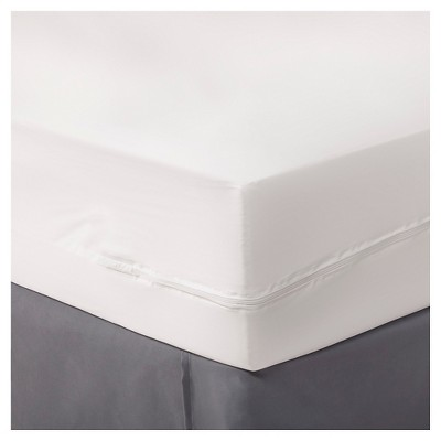Zippered Mattress Protector White (Queen)- Room Essentials™