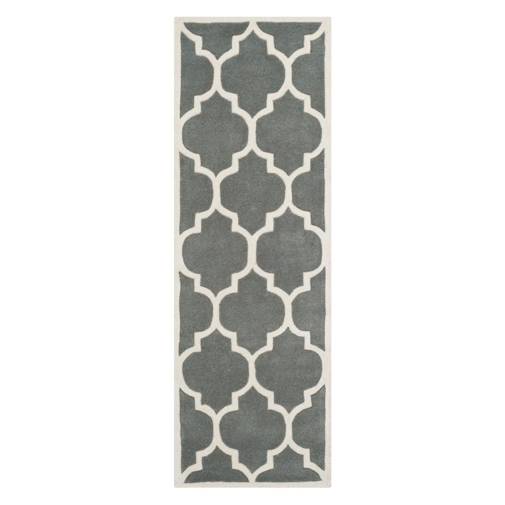 2'3X15' Quatrefoil Design Tufted Runner Dark Gray/Ivory - Safavieh