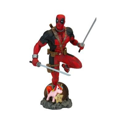 Deadpool 30th Statue