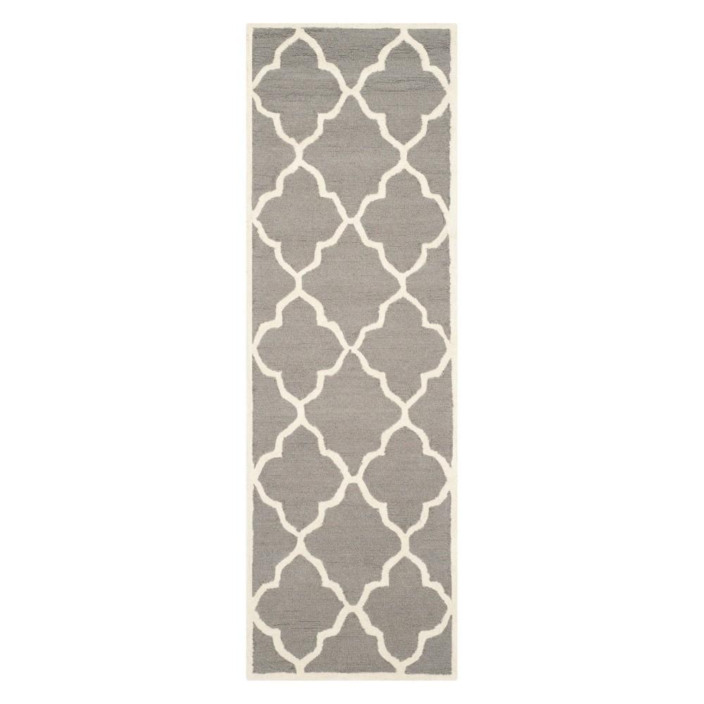 2'6X6' Quatrefoil Design Runner Dark Gray/Ivory - Safavieh