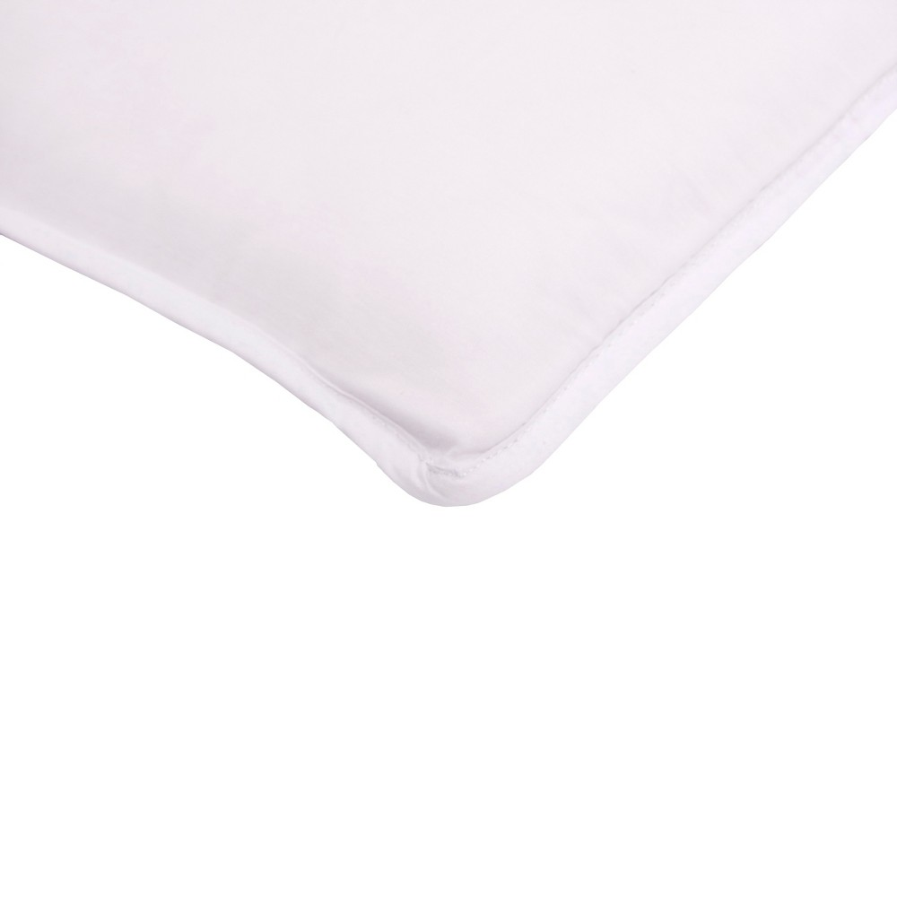 Arm's Reach 100% Cotton Mini Co-Sleeper Sheet - White The Arm's Reach 100 percent Cotton Mini Co-Sleeper Sheet is specifically designed for the Arm's Reach Mini sized Co-Sleeper Bedside Bassinets. These fitted sheets are made of 100 percent cotton with elastic edges for a perfect fit and are hand crafted for softness and breathability. This sheet is machine washable and dryer safe for easy care. Color: White. Gender: Unisex.