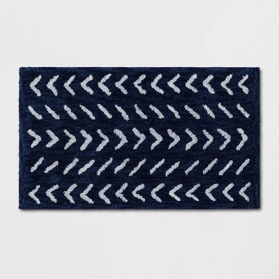 "20""x34"" Lagoon Chevron Bath Rug Blue/White - Threshold™"
