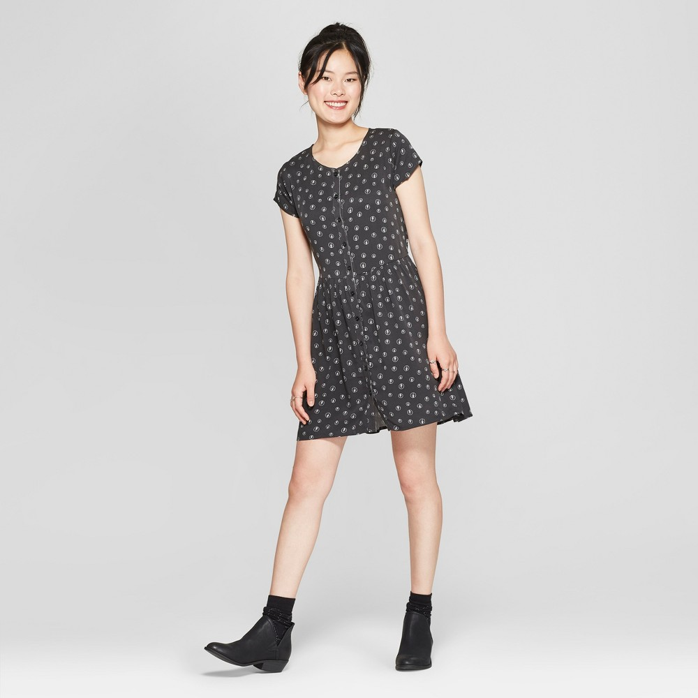 petiteJunk Food Women's AC/DC Short Sleeve Empire Dress - Black M was $32.0 now $9.6 (70.0% off)