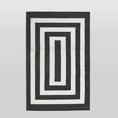 4'x6' Mitre Stripe Outdoor Rug Black - Project 62™