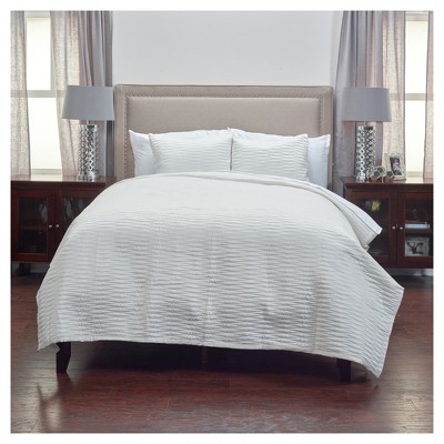 Ivory Geometrical Poly Satin Maddux Place Quilt Set (Queen)- Rizzy Home®