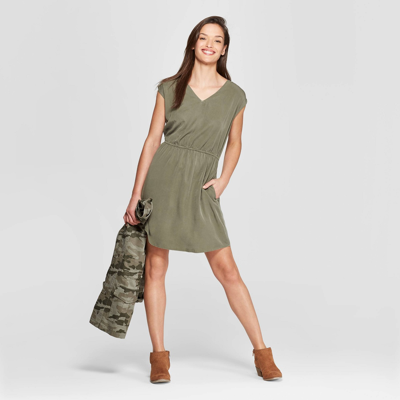 Women's Short Sleeve V-Neck Cinched Waist Dress - Universal Thread™ - image 1 of 3