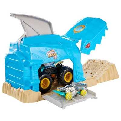 Hot Wheels Monster Truck Pit & Launch Play Set  - Monster Truck & 1:64 Scale Car - Team Shark Wreak